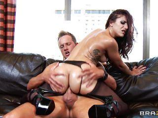 Порно уговорил на анальный секс