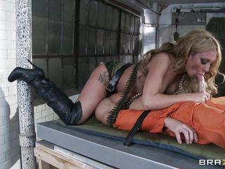 Женщина шикарная с натуральными сиськами порно