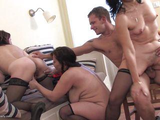 Домашнее порно зрелых женщин бесплатно