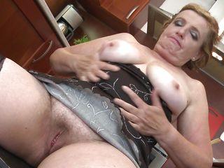 Порно зрелых волосатых блондинок