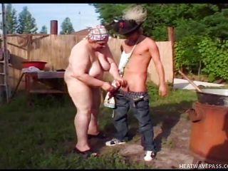 Порно толстая госпожа в кожаном