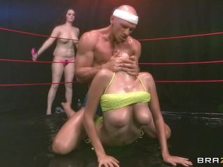 Красивый секс втроем мжм