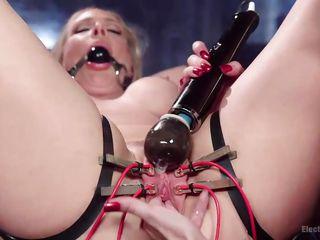 Порно бондаж с кляпом