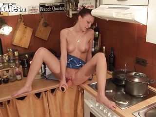 Порно звезды на кухне