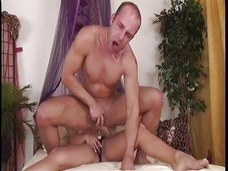 Сняли с женой секс в попу видео
