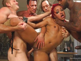 Порно межрасовая групповуха