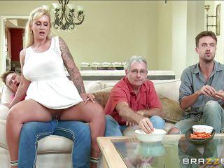 Порно мамочки в трусиках