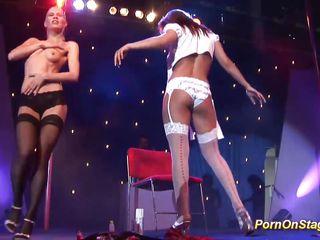 Двойное проникновение в секретаршу порно