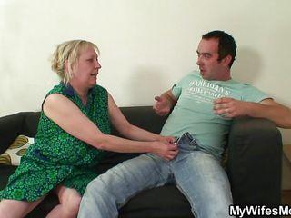 Завязал жене глаза порно