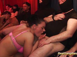 Секс в троем жжм