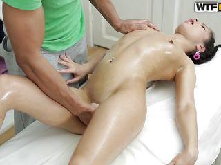 Порно двойное проникновение в киску