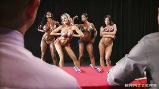 спортивная блондинка порно