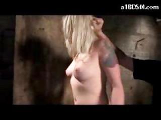 Порка девушек кнутом розгами плетью видео
