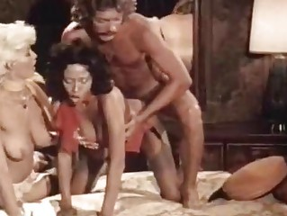 Порно ебут домохозяйки