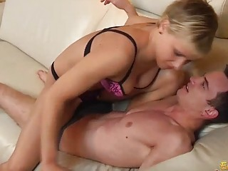 Порно жена подарила мужу шлюху