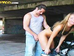 Муж трахает горничную порно