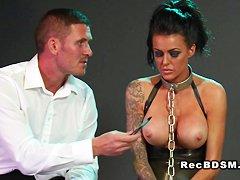 Домработница моет пол порно