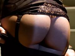 Порно жена ебет служанку
