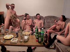 смотреть порно с юными горничными