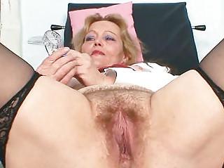 Смотреть порно зрелые волосатые дамы