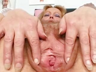 Порно страпон зрелые дамы